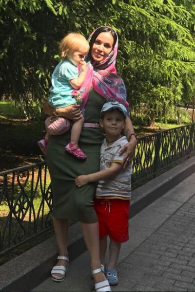 Евгения с детьми готова переехать ближе к бывшему мужу