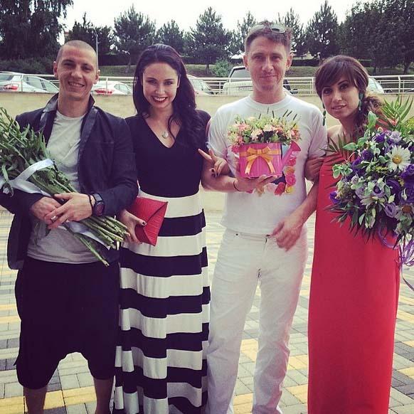 «Поздравляем наших дорогих друзей, Поля и Демис, с рождением вашей семьи!» – так подписала фото Лейсан Утяшева