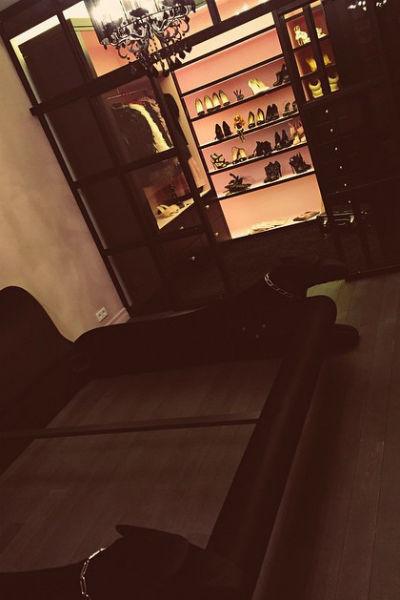 В комнате телеведущей расположился необычный диван