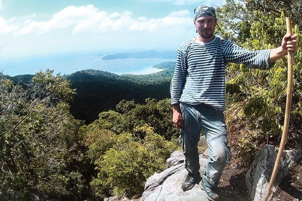 Сергей Каюрин на верхней точке острова