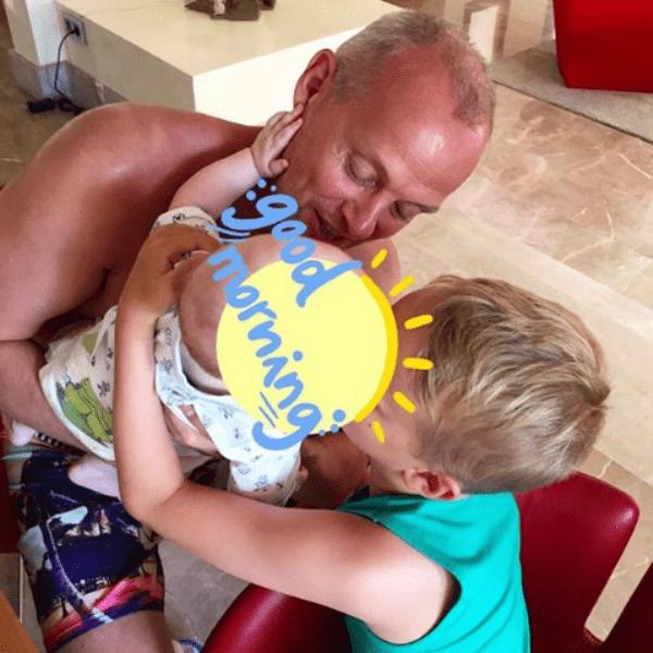 Звезда продемонстрировала любовь отца и сыновей