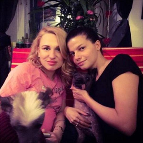 «Уже дома», - сообщила под этим фото с подругой Агнией Кузнецовой Валерия Гай Германика