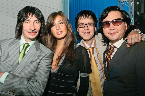 В 2000 году Шукенов покинул коллектив A'Studio, решив заняться сольным творчеством
