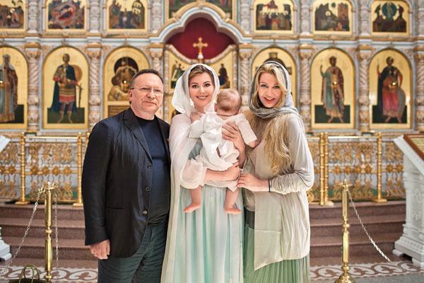 Актриса давно предложила Ладлене Фетисовой и Игорю Угольникову стать крестными ее сына