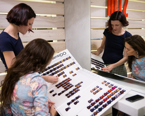 С выбором цвета Лере помогает стилист, колорист и технолог Маня Мохова
