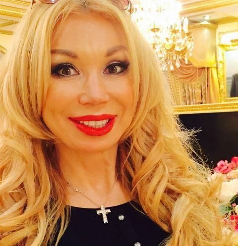 Сейчас Маша Распутина счастлива в браке с бизнесменом Виктором Захаровым