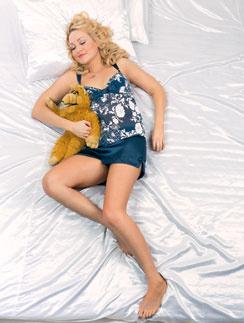 Пока Лера спит с любимой игрушкой