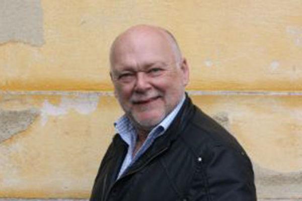 Актер живет и работает в Швеции
