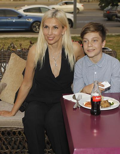 Алена Свиридова с участником детского выпуска и судьей финала шоу Егором Клинаевым