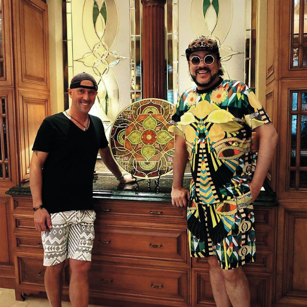 Доставить подарок в Россию вызвался поп-король