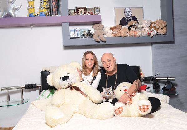 Певец и его девушка Катя Кокорина коллекционируют игрушки, которые им дарят поклонники