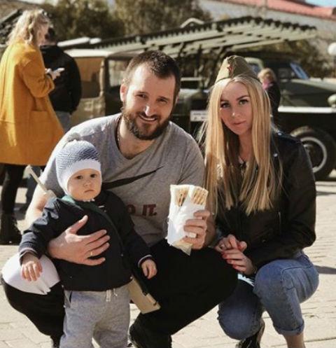 Алексей Самсонов с женой и сыном