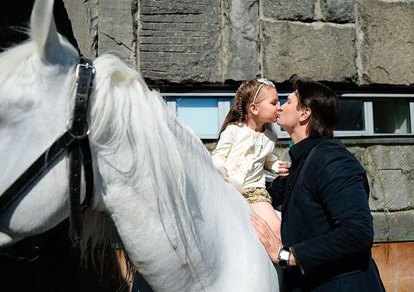 Эдгард называет дочек принцессами