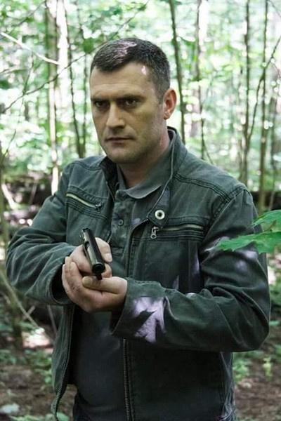 Анатолий Наряднов родился 21 апреля 1983 года в Саратовской области