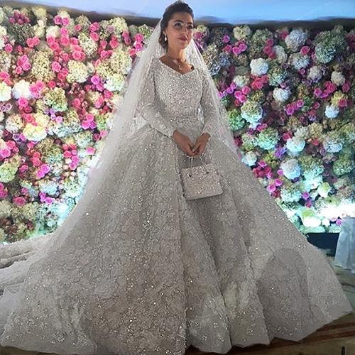 По некоторым сообщениям, платье невесты стоило 25 миллионов рублей