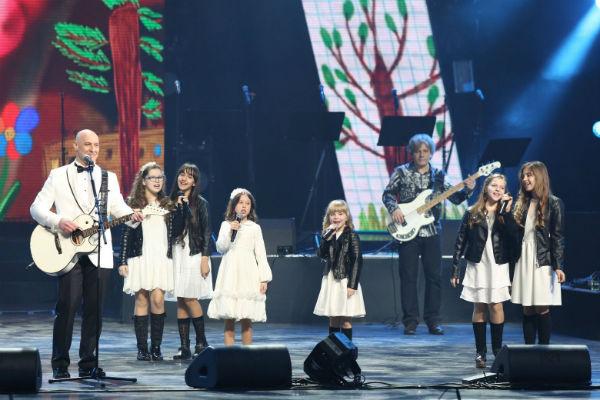 Артисты пели вместе с Денисом Майдановым