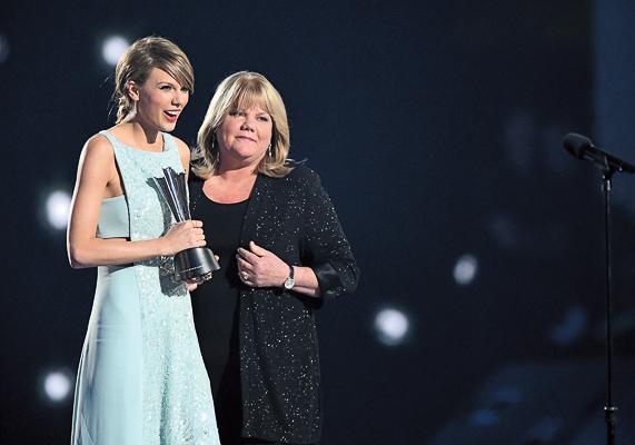 Мама певицы Андреа одобрила выбор дочери, познакомившись с Томом