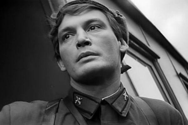 Василий Лановой снимается в кино, играет в театре, выступает с творческими вечерами