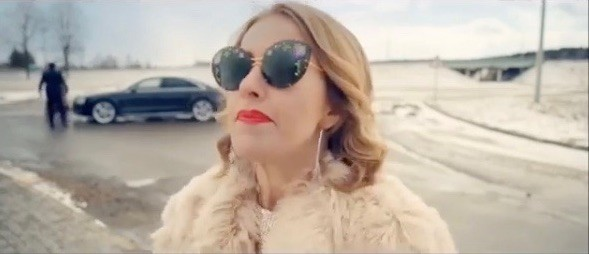 Ксения Собчак в клипе на песню группы «Ленинград»