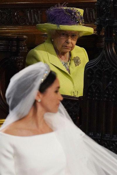 Фотографии королевы насмешили пользователей Сети