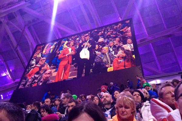 Ведущие церемонии Иван Ургант и Яна Чурикова