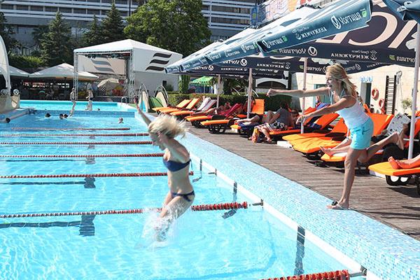 Катя Гордон прыгнула как настоящая пловчиха