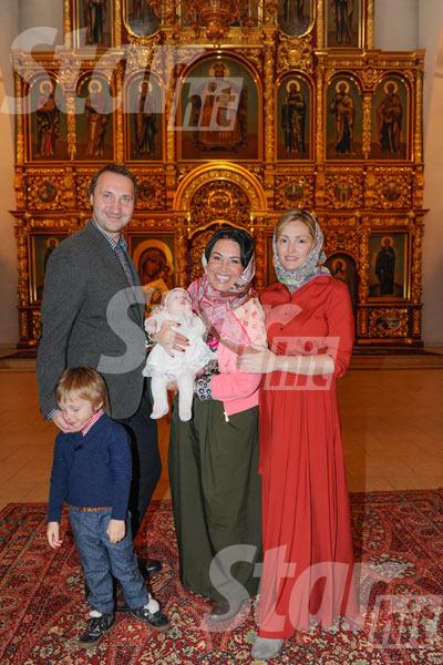 а Бабкина с сыном Даниилом, невесткой Татьяной и внуками Георгием и Верой
