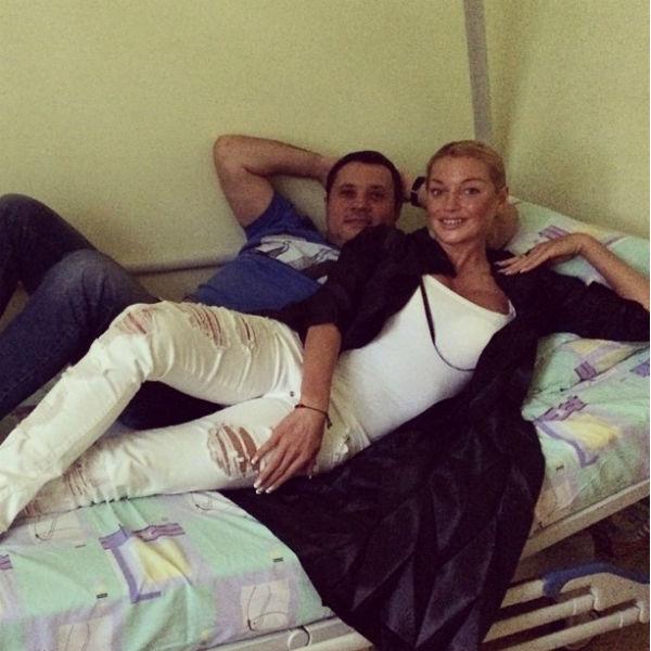 Балерина легла в больницу вместе с возлюбленным