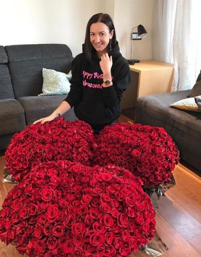 Ольга Бузова получила много одинаковых букетов в день рождения