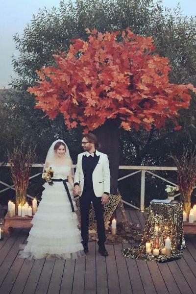 Томас и Валерия устроили для гостей торжество, на котором все погрузились в осеннюю атмосферу