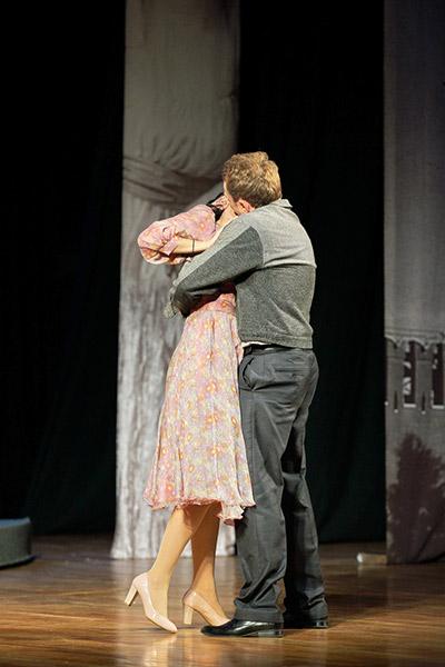 Уже несколько лет Гришаева и Исаев играют влюбленных в спектакле «Варшавская мелодия»