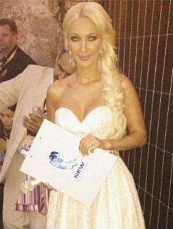 """Лера Кудрявцева готовится выйти на сцену """"Новой волны-2013"""""""