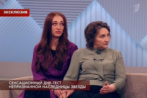 Дарья Ганичева с матерью ждали оглашения результатов теста в студии Первого канала