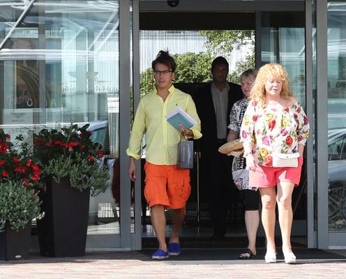 Алла Пугачева и Максим Галкин выходят из отеля «Baltic Beach»