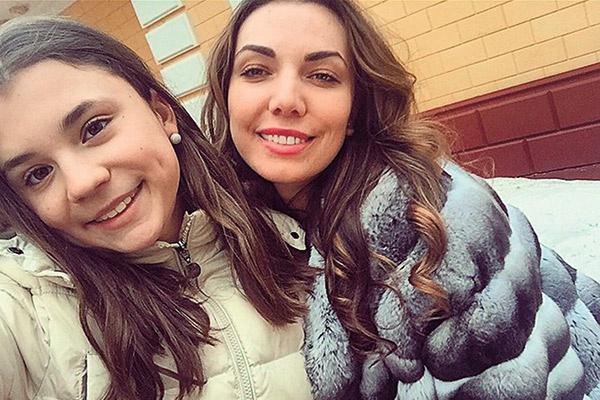 Младшая дочь  певицы Маша   (слева) отлично   ладит с сестрой   Нелли