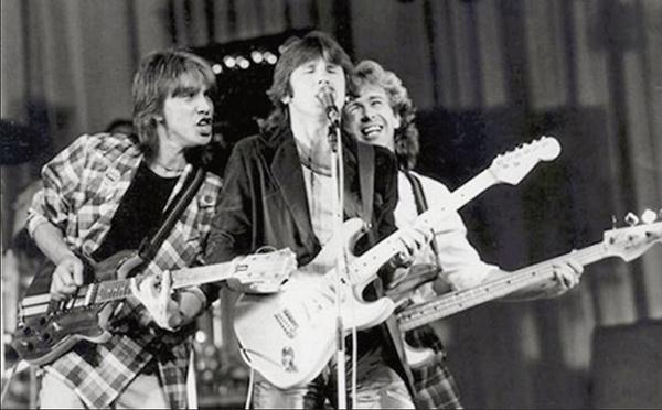 В 1985 году Валерий вместе с Юрием Лозой пели в группе «Зодчие»