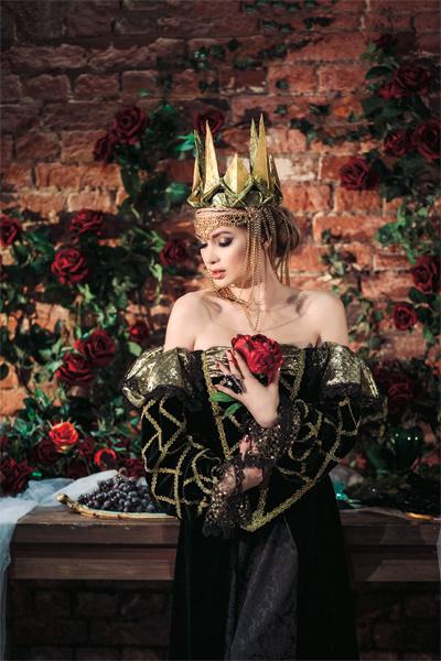 Евгения сыграла злую королеву