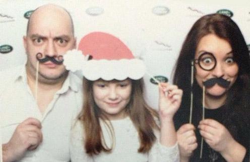 Роман Юнусов с женой Викторией и дочерью Софьей