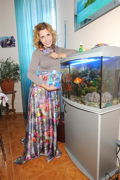 Эту золотую рыбку Ирина Александровна спасла в «Доме-2»: одна из участниц ее чуть не загубила, а Агибалова выходила и поселила у себя на кухне