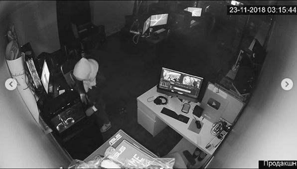 Сардаров опубликовал в соцсети запись с камер видеонаблюдения
