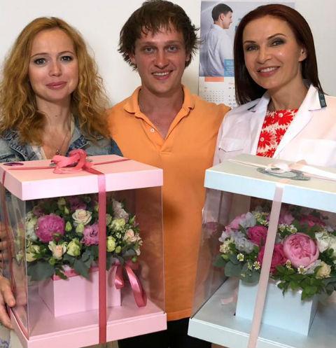 Елена Захарова и Эвелина Бледанс с режиссером фильма Михаилом Комлевым
