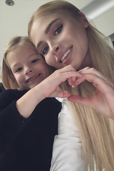 Алена скучает во время поездок по дочери