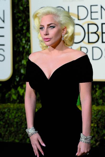 И даже Леди Гага - в темном