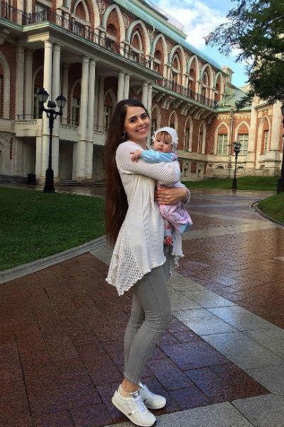 Малышка невероятно похожа на звездную маму