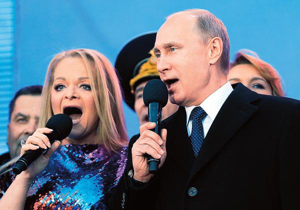 Ларисе Долиной посчастливилось выступать на сцене вместе с главой государства