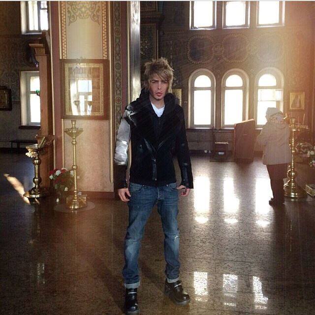 Сергей Зверев пришел в храм в пасхальное утро