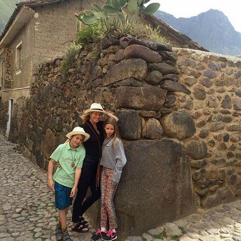 Гвинет Пэлтроу со своими детьми