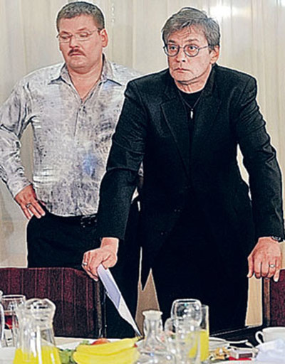На съемках сериала «Легенды о Круге», где Домогаров играл лучшего друга шансонье