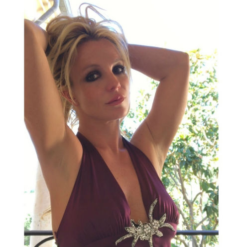 «Вышла насвободу»: Бритни Спирс показала грудь вовремя концерта