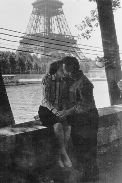 Эльдар Рязанов с первой женой Зоей Фоминой в Париже в середине 60-х